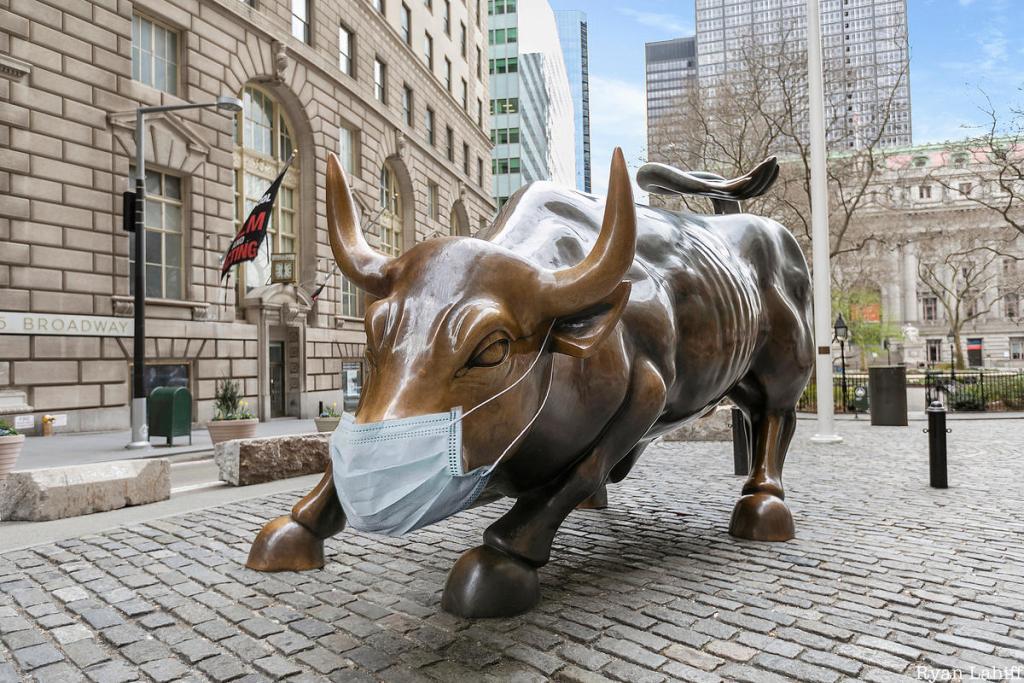 圖片來源:https://gkvcapital.com/uncharted-financial-waters/wall-street-bull-mask/